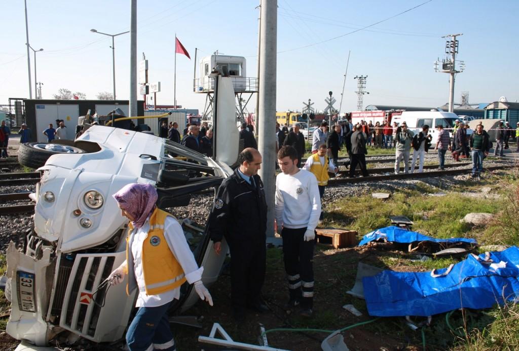 Resim 6 : 20.03.2014 tarihinde Mersin-Akdeniz ilçesinde hemzemin geçit tren kazası (5)