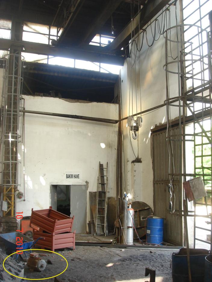 Resim 4: Tavan altı vinç ve kopan parçası